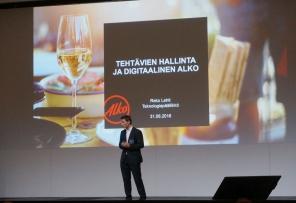 Reko Lehti piti menestyksekkään puheenvuoron digitalisoituvasta Alkosta. Kuva: Mirja Vainio